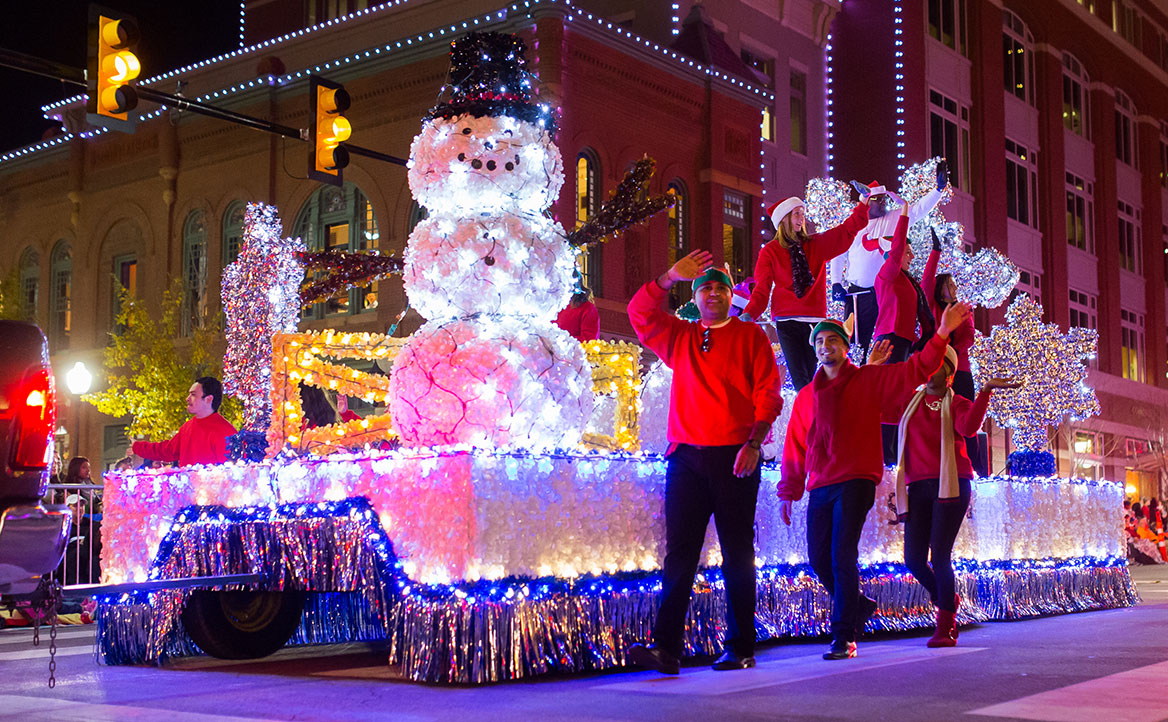 Float from the 2017 Parade of Lights. Image from TCU 360